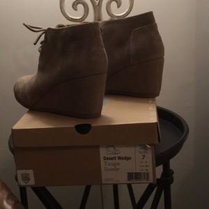 Toms Desert Taupe suede Wedge